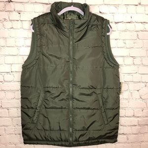 Other - NWT NEW Quilted vest - men's WARM medium GREEN